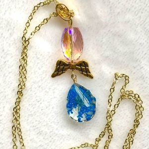 Pretty Dried Flower Wings 10k Gold Necklace NWT